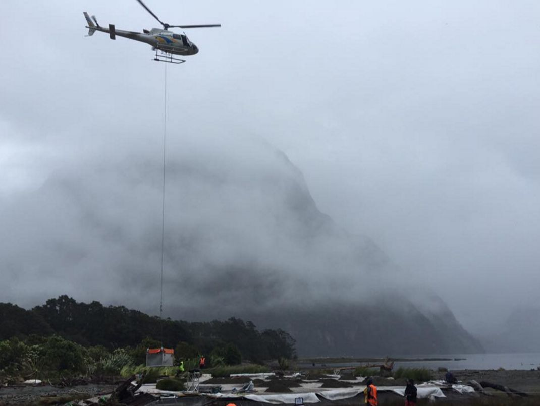 Alien: Covenant - un elicottero in volo sul Fiordland National Park