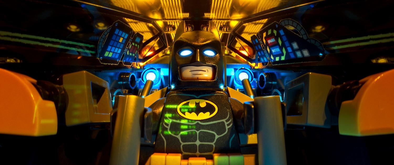 Lego Batman - Il film: la versione Lego di Batman in una scena del film animato