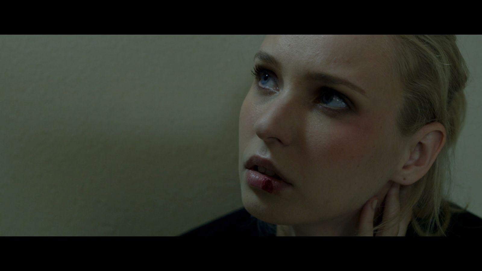 The Plastic Cardboard Sonata: Snejana Shandarinova in un'immagine tratta dal film