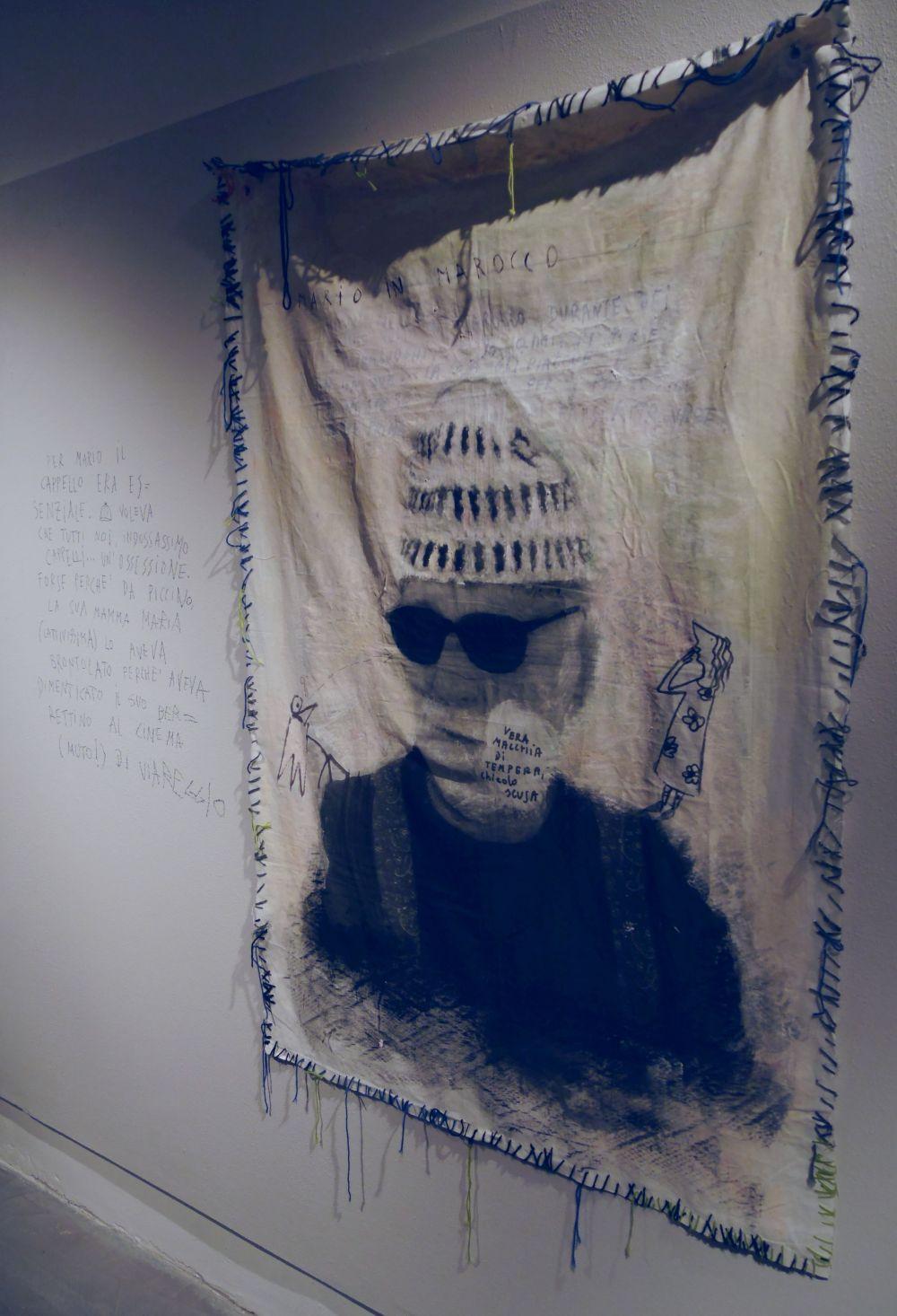 Mario Monicelli: la foto del regista su tela alla mostra a Viareggio
