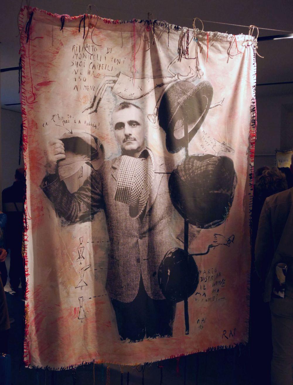 Mario Monicelli e i suoi numerosi cappelli su tela