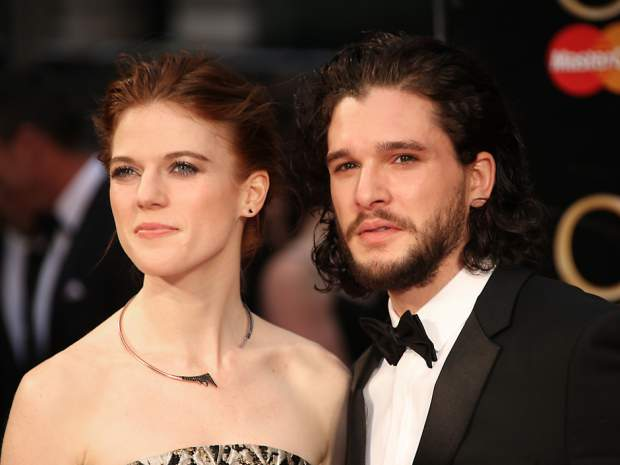 Rose Leslie e Kit Harington sul red carpet dei premi Olivier