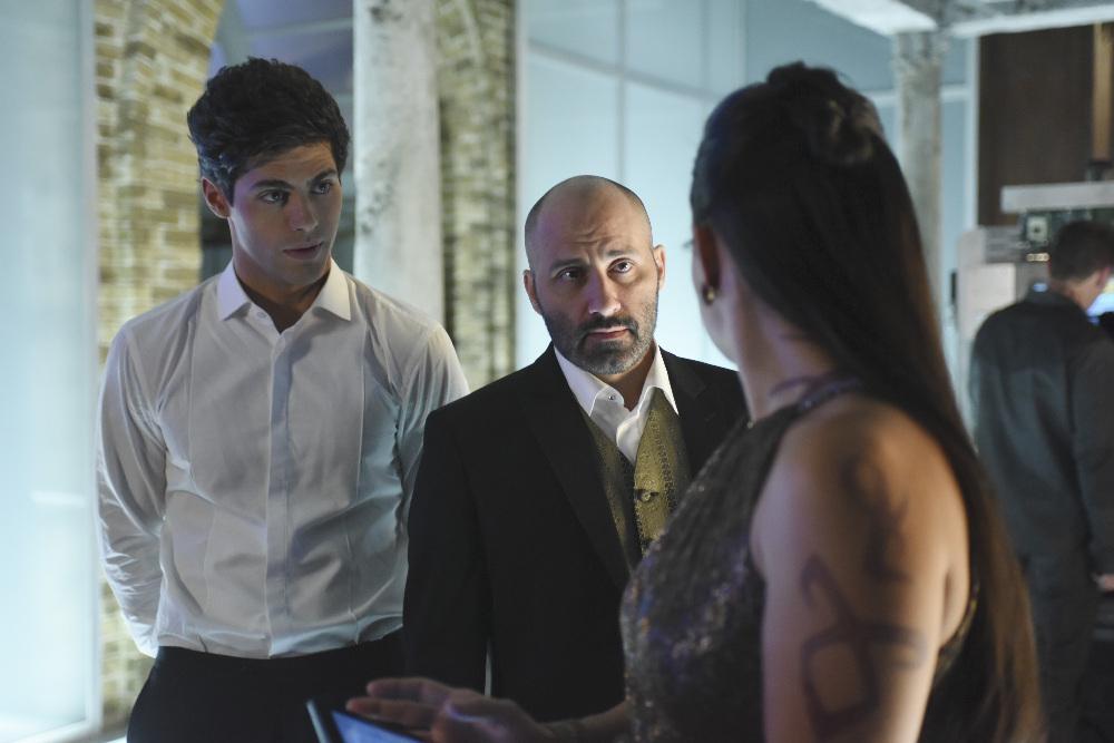Shadowhunters: gli attori Matthew Daddario e Paulino Nunes  nell'episodio Stella del mattino