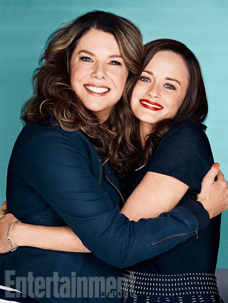 Una mamma per amica: Alexis Bledel e Lauren Graham si abbracciano in una foto promozionale