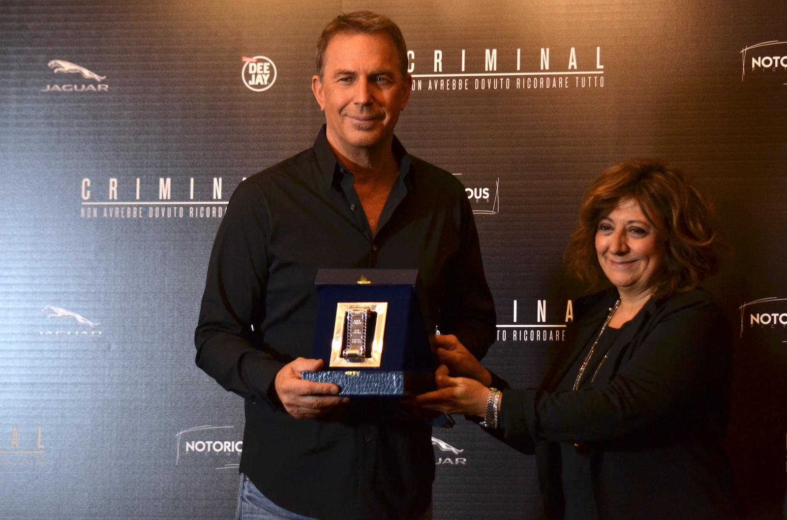Criminal: Kevin Costner viene premiato con il nastro d'argento