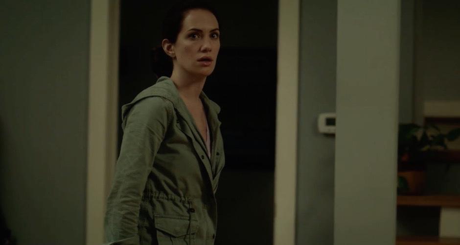Kate Siegel in una scena dell'horror Hush