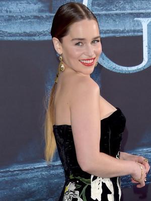 Il trono di spade: l'attrice Emilia Clarke alla première della sesta stagione