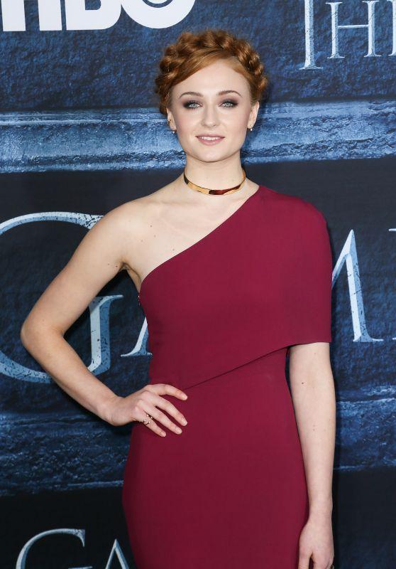 Il trono di spade: Sophie Turner, interprete di Sansa, alla première della sesta stagione