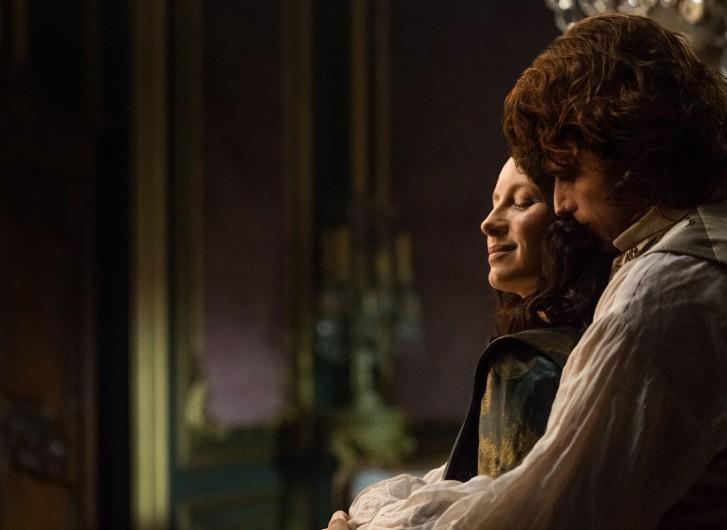 Outlander: Caitriona Balfe e Sam Heughan sono Clarie e Jamie in un'immagine della seconda stagione