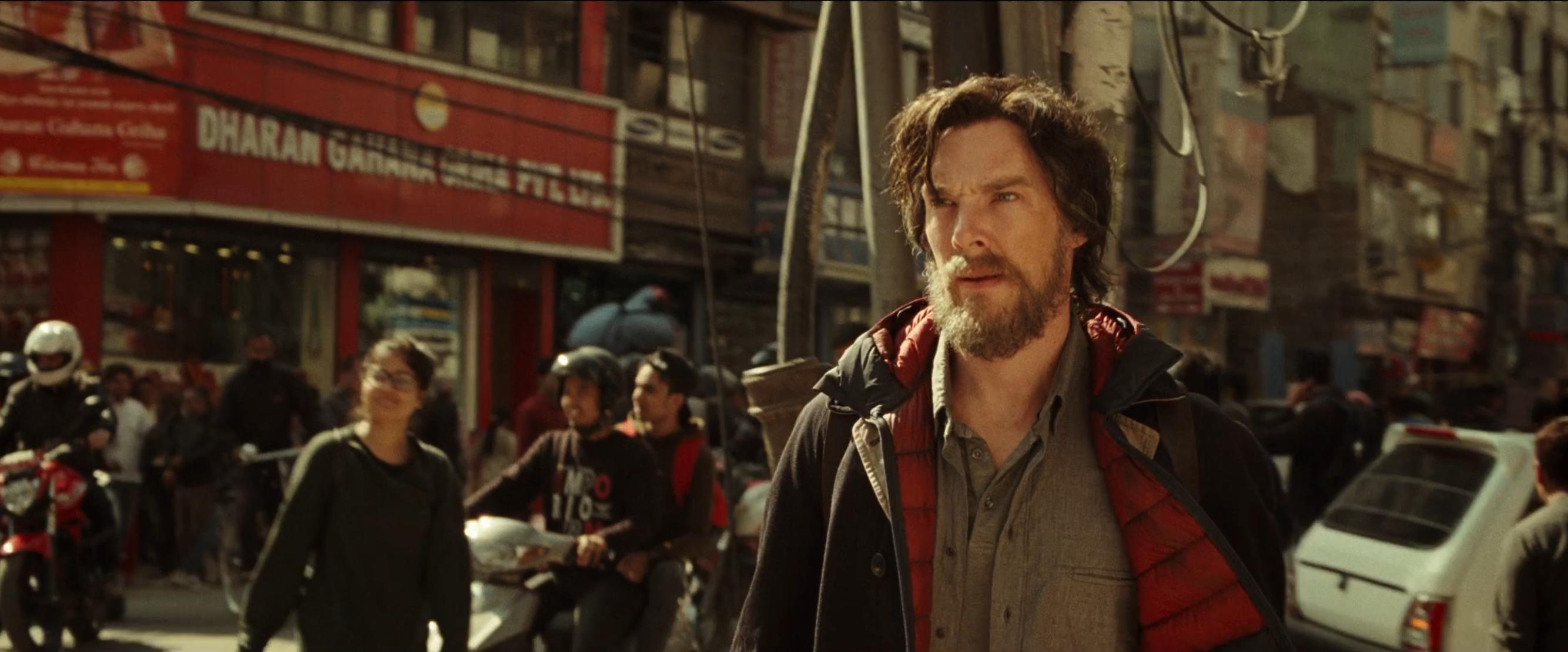 Doctor Strange: il protagonista Benedict Cumberbatch nel teaser trailer del film Marvel