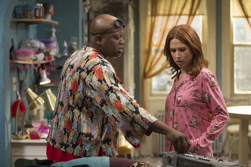 Unbreakable Kimmy Schmidt: Tituss Burgess ed Ellie Kemper in un'immagine della seconda stagione