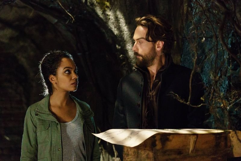 Sleepy Hollow: Lyndie Greenwood e Tom Mison in Ragnarok