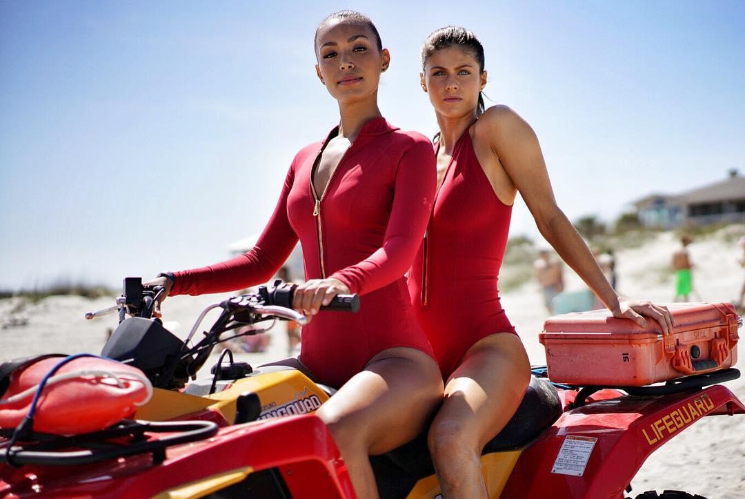 Baywatch: Ilfenesh Hadera e Alexandra Daddario sono pronte a intervenire