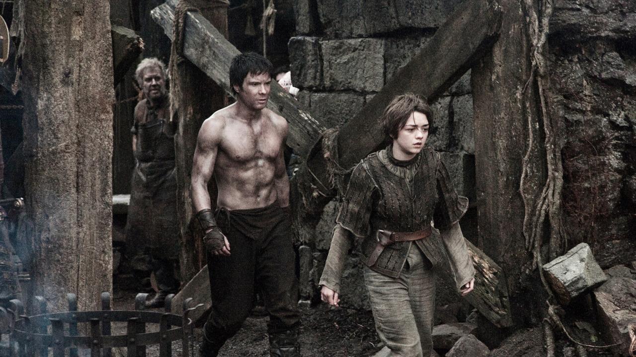 Il trono di spade: una scena della seconda stagione con Joe Dempsie e Maidie Williams