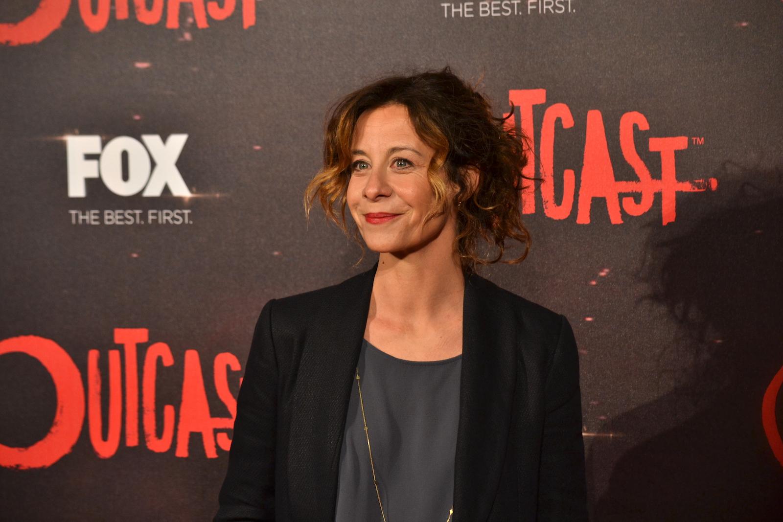 Outcast: Carlotta Natoli sul red carpet della premiere europea
