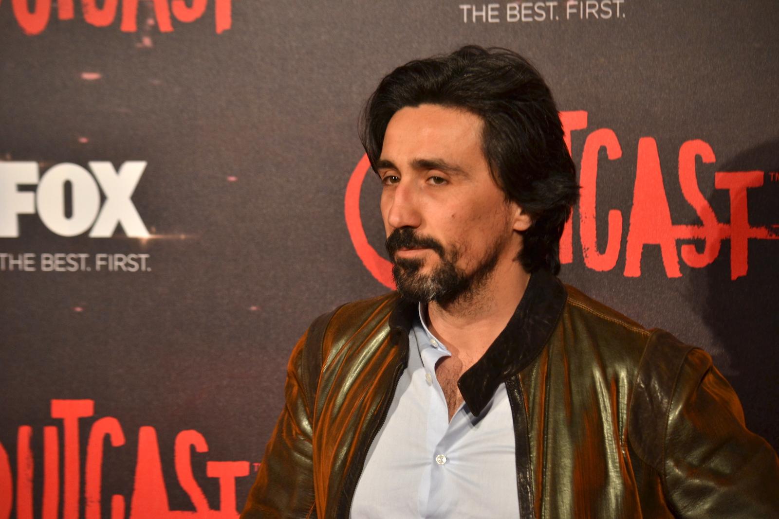 Outcast: Massimo De Santis sul red carpet della premiere europea