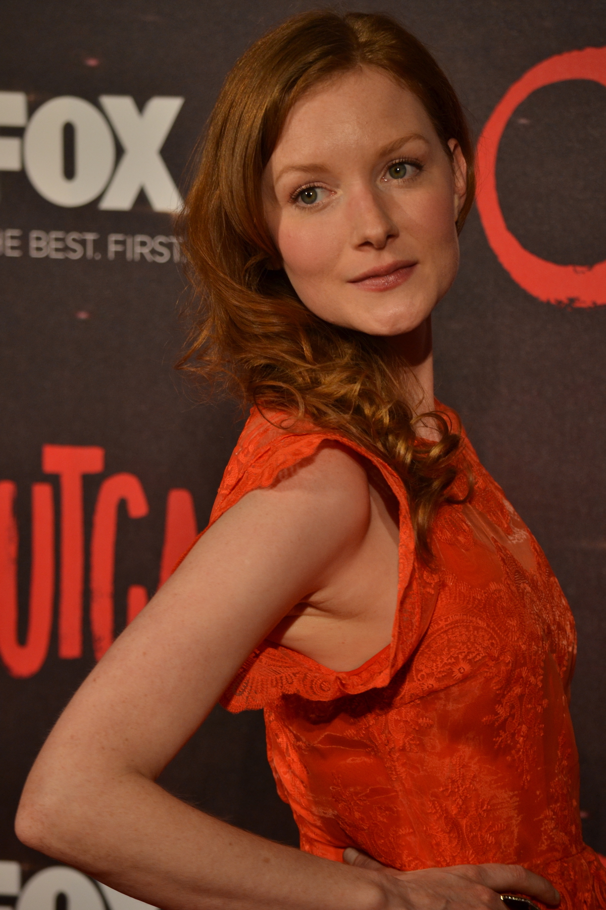 Outcast: Wrenn Schmidt sul red carpet della premiere europea