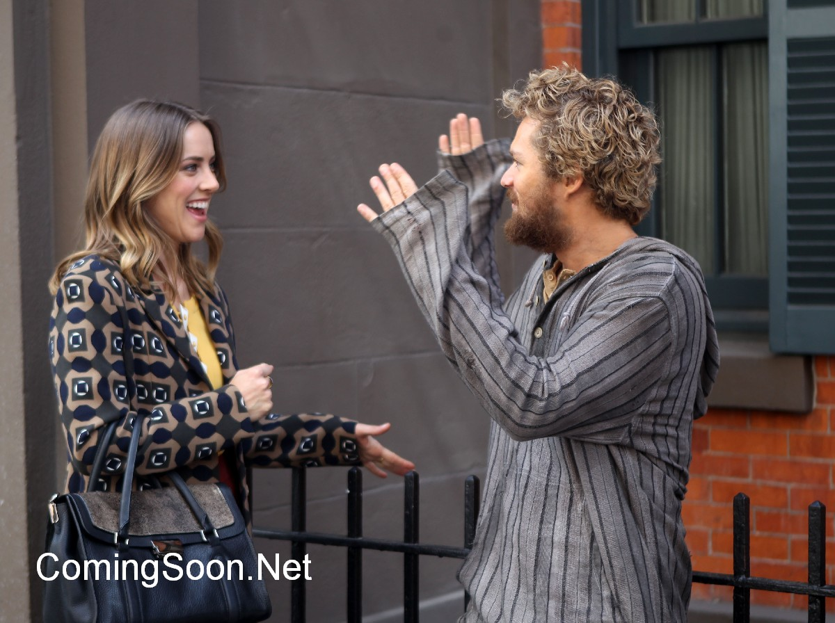 Iron Fist: Jessica Stroop e Finn Jones sul set di New York