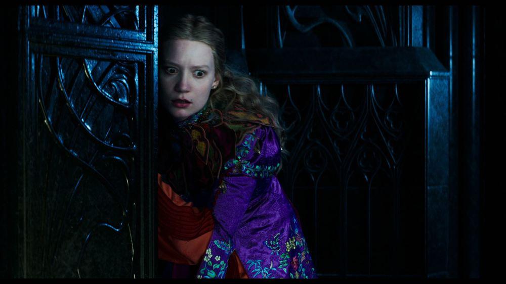 Alice attraverso lo specchio: Mia Wasikowska in un momento del film