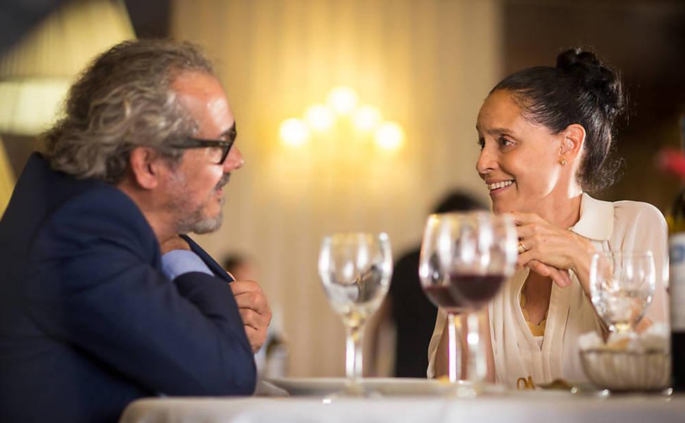 Aquarius: Sonia Braga e Fernando Teixeira in una scena del film
