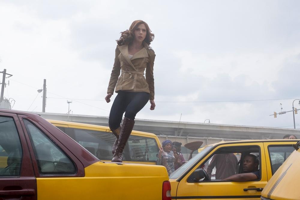 Captain America: Civil War - Scarlett Johansson in un concitato momento del film