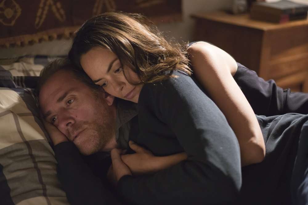 Fai bei sogni: Valerio Mastandrea e Bérénice Bejo in una scena del film