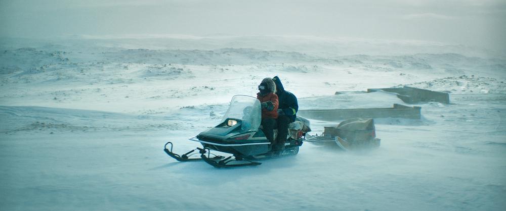Two Lovers and a Bear: un'immagine tratta dal film