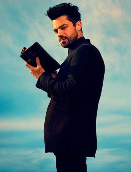 Preacher: Dominic Cooper tiene la Bibbia in mano