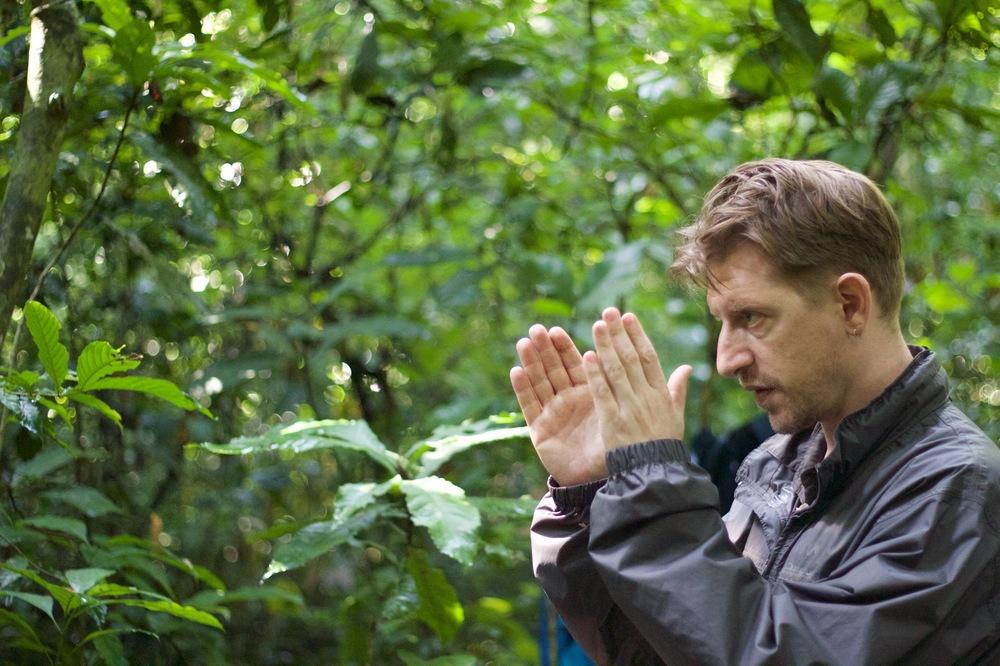 Wrong Elements: il regista Jonathan Littell sul set del documentario