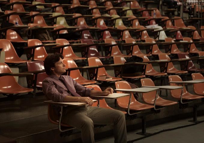 La famiglia Fang: Jason Bateman seduto in un'aula