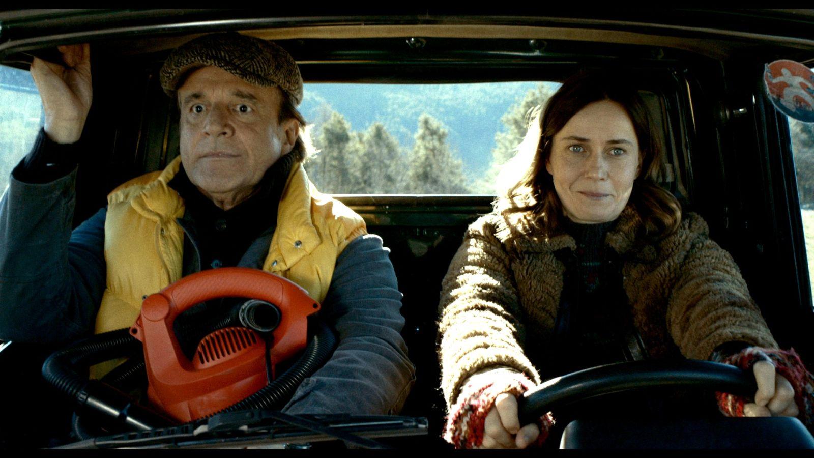 Fräulein - Una fiaba d'inverno: Christian De Sica e Lucia Mascino insieme in una scena del film