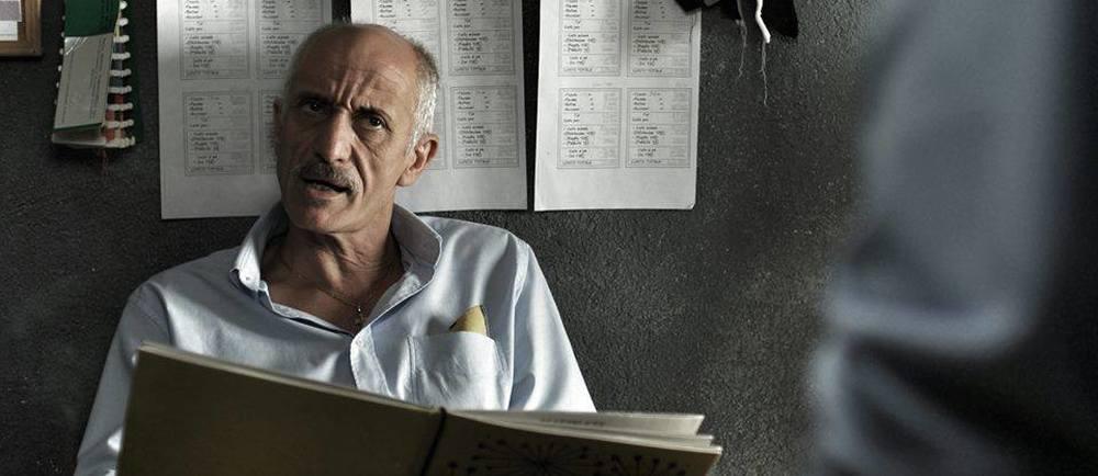 Due euro l'ora: Peppe Servillo in una scena del film