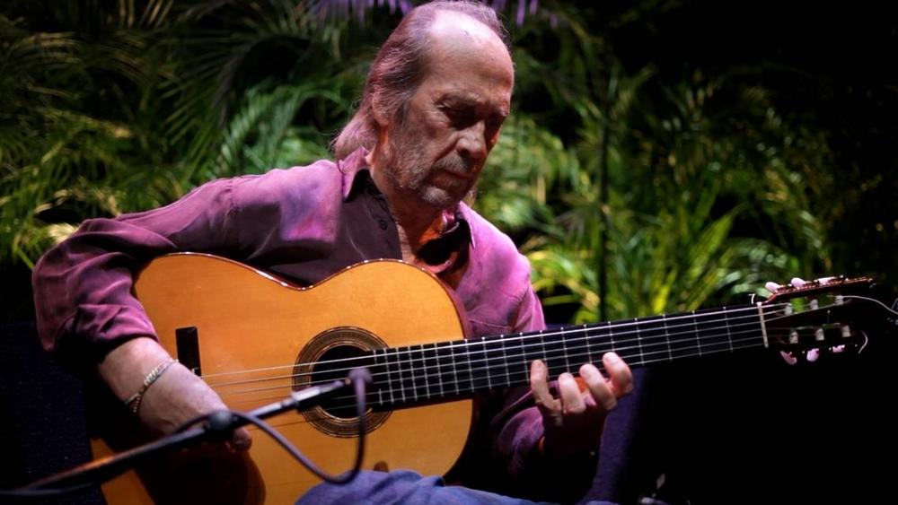 Paco De Lucia: la busqueda - Paco De Lucia con la chitarra in una scena del documentario