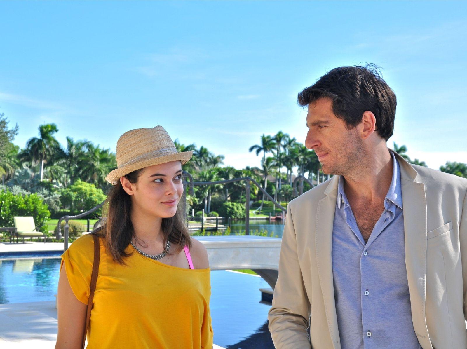 Miami Beach: Neva Leoni e Giampaolo Morelli in una scena del film