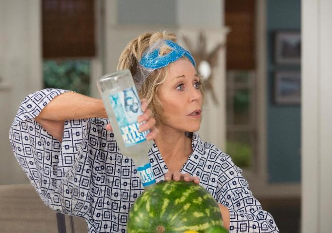 Grace and Frankie: Jane Fonda in una foto della seconda stagione