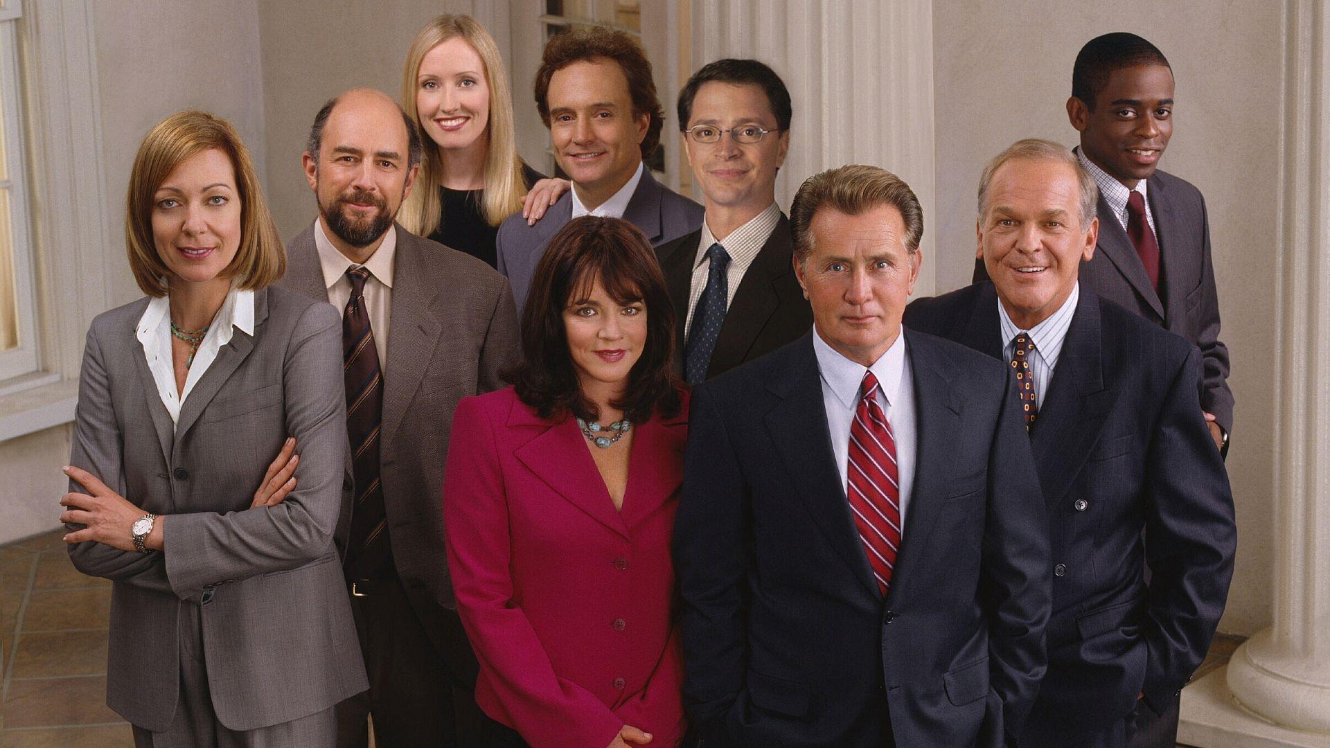 West Wing: il cast riunito in una foto promozionale