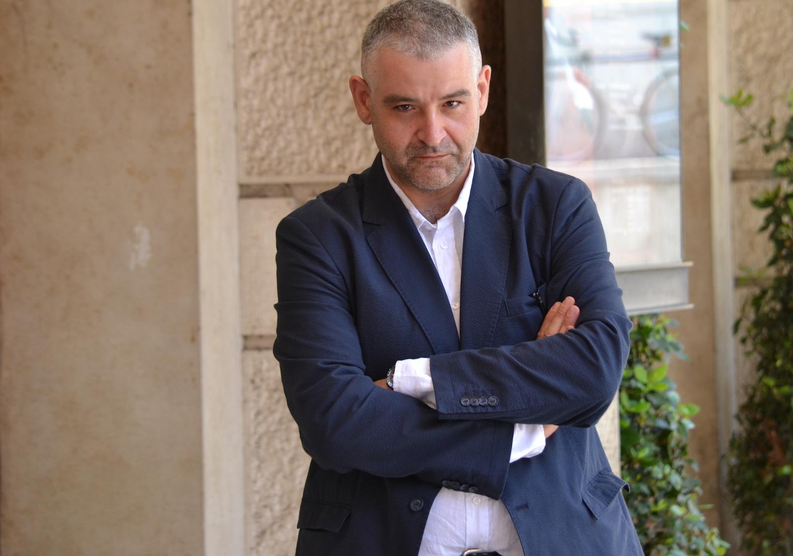 Gomorra seconda stagione: Fortunato Cellino posa per i fotografi