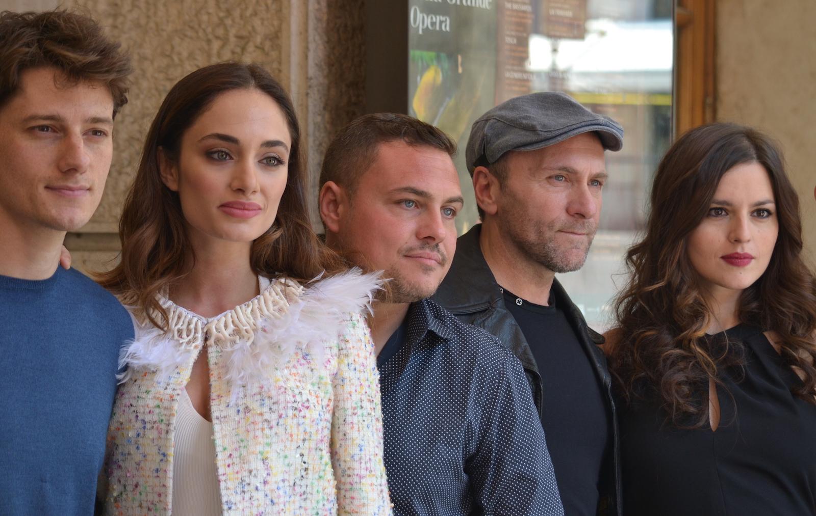 Gomorra seconda stagione: Denise Capezza, Antonio Folletto e altri del cast davanti ai fotografi