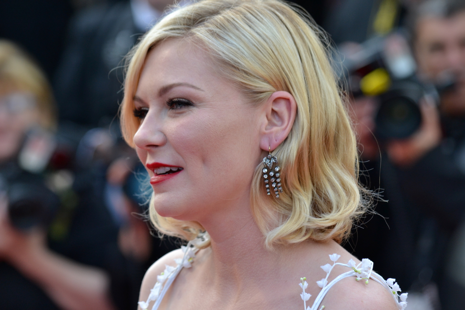 Cannes 2016: Kirsten Dunst sul red carpet di Loving