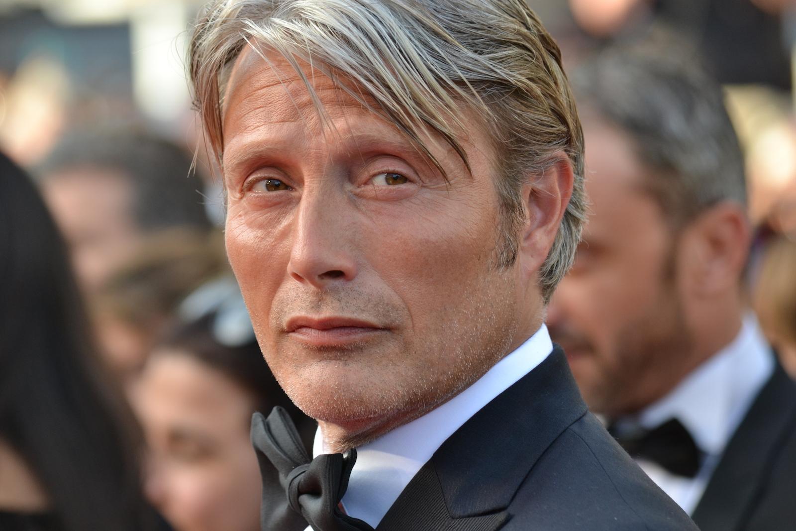 Cannes 2016: un primo piano di Mads Mikkelsen sul red carpet di Loving
