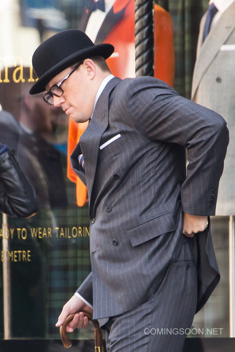 Kingsman: The Golden Circle - Channing Tatum sfila il telefono dal costume