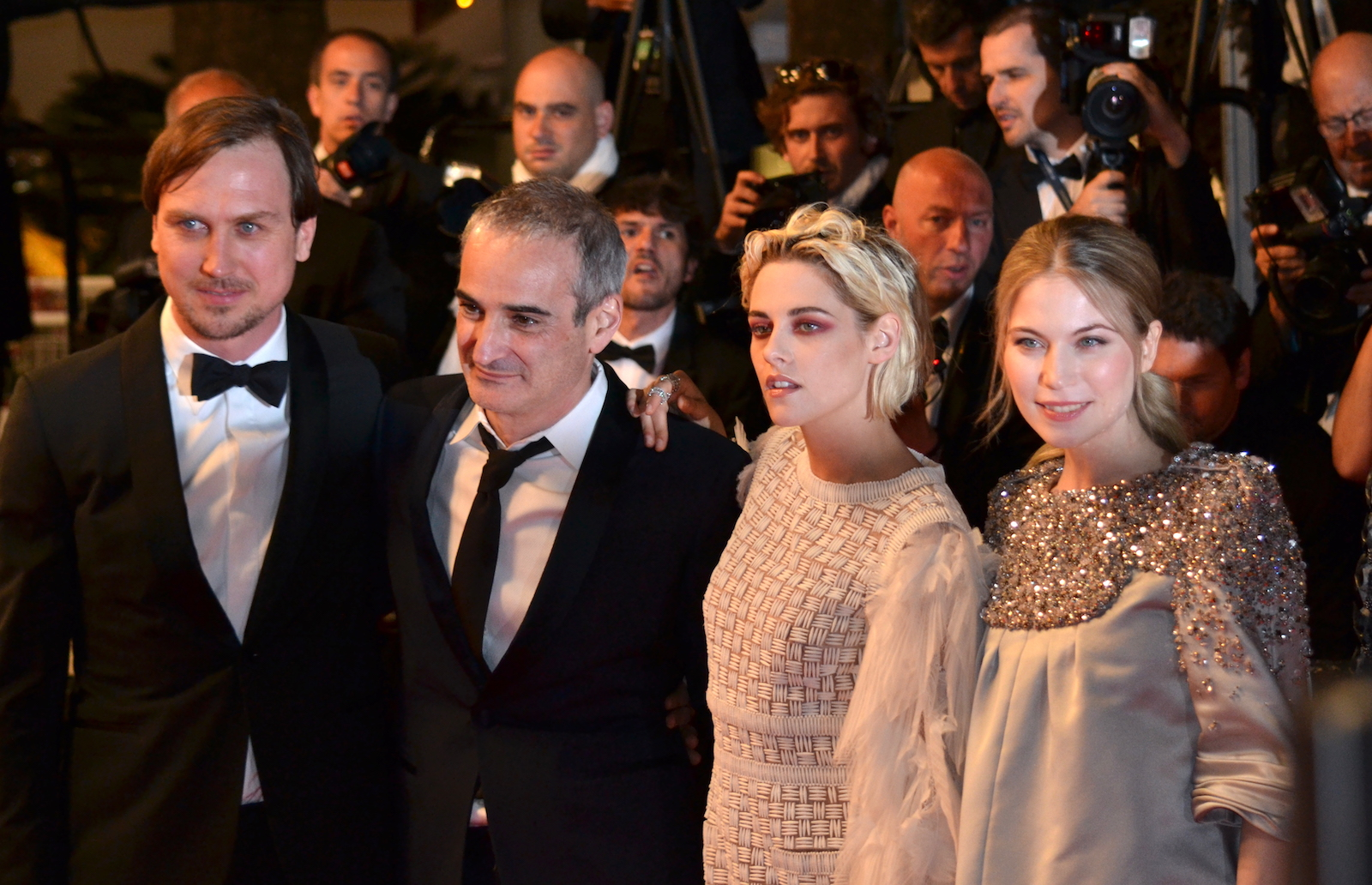 Cannes 2016: Kristen Stewart, Olivier Assayas, Lars Eidinger e Sigrid Bouaziz sul red carpet di Personal Shopper