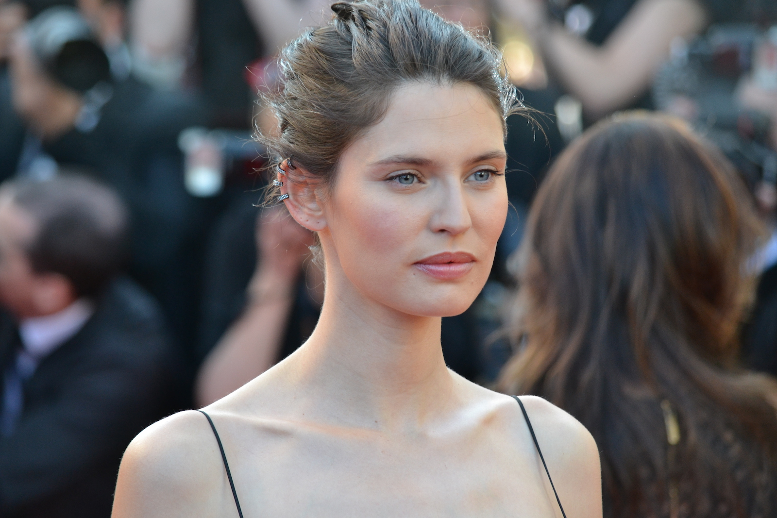 Cannes 2016: uno scatto di Bianca Balti sul red carpet di Julieta