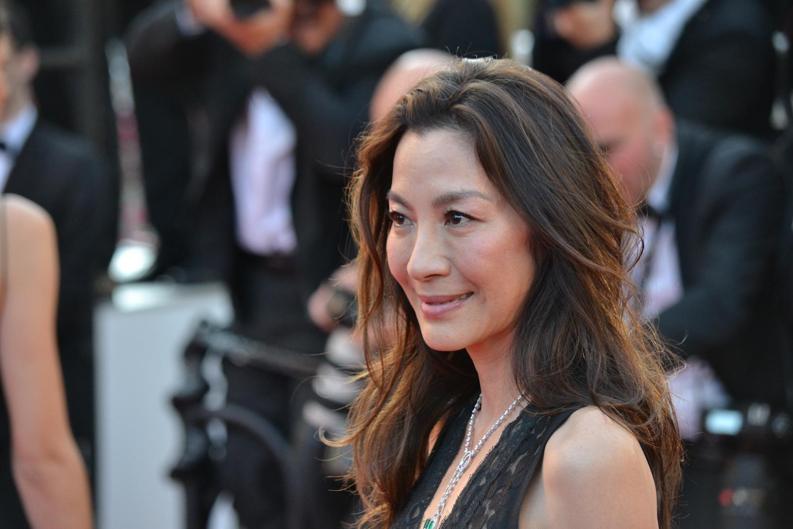 Cannes 2016: Michelle Yeoh in un immagine sul red carpet di Julieta