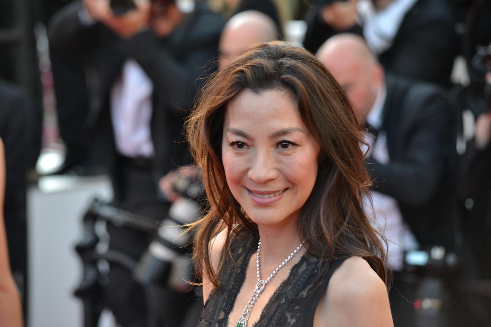 Cannes 2016: Michelle Yeoh sul red carpet di Julieta