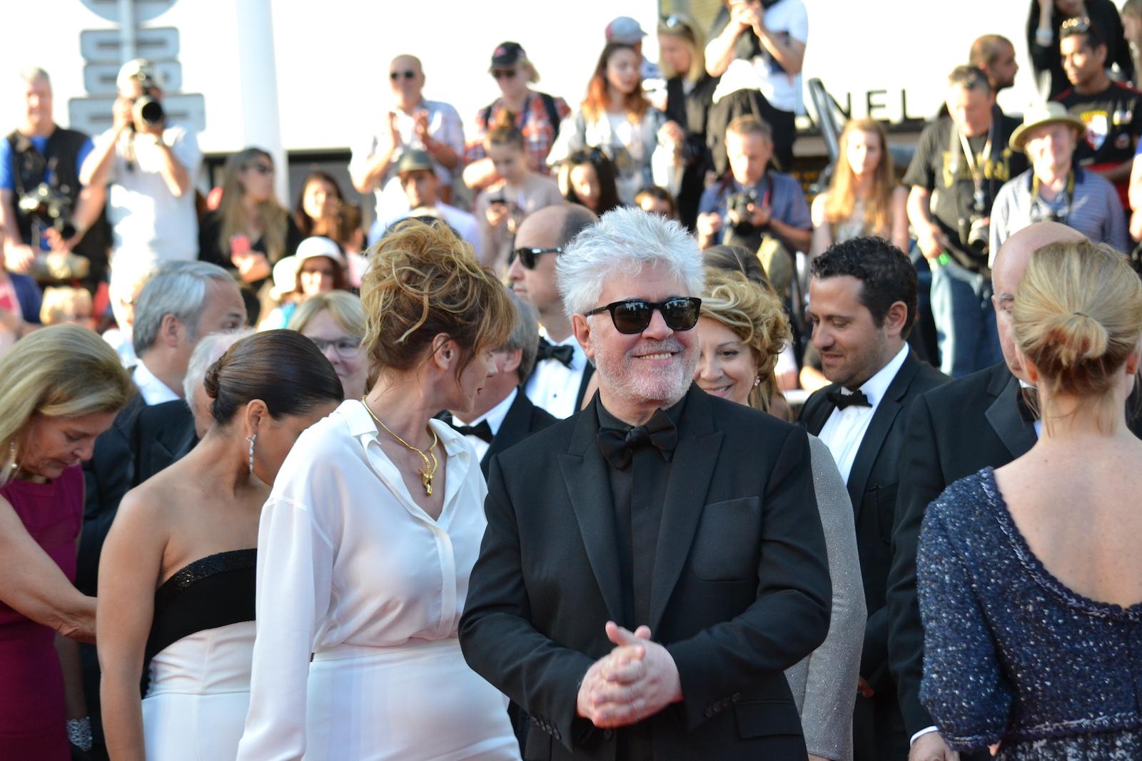 Cannes 2016: uno scatto di Pedro Almodóvar sul red carpet di Julieta