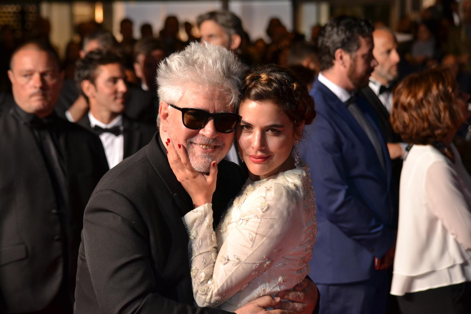 Cannes 2016: Pedro Almodóvar e Adriana Ugarte in uno scatto sul red carpet di Julieta