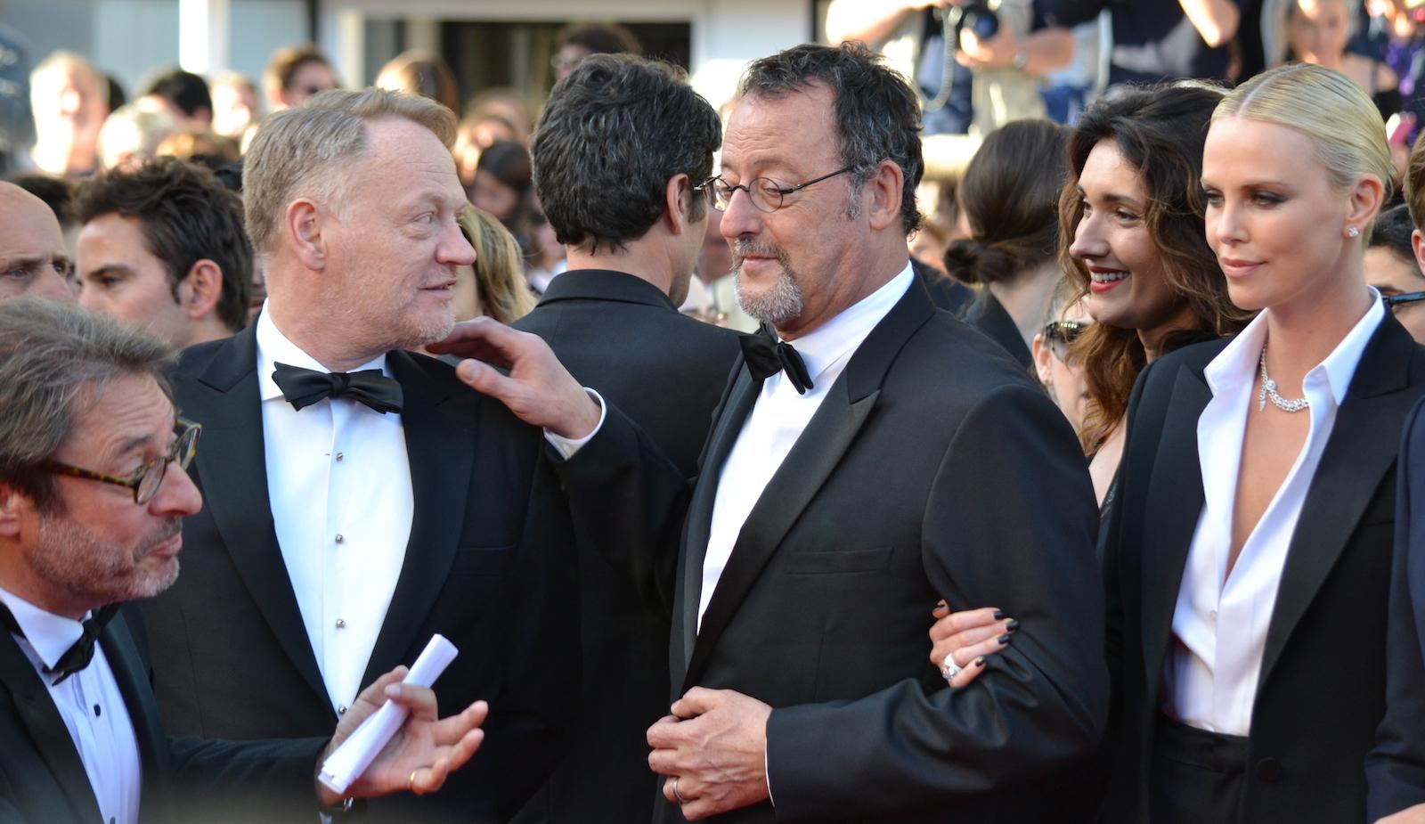 Cannes 2016: Charlize Theron, Jean Reno e Jared Harris sul red carpet di The last Face