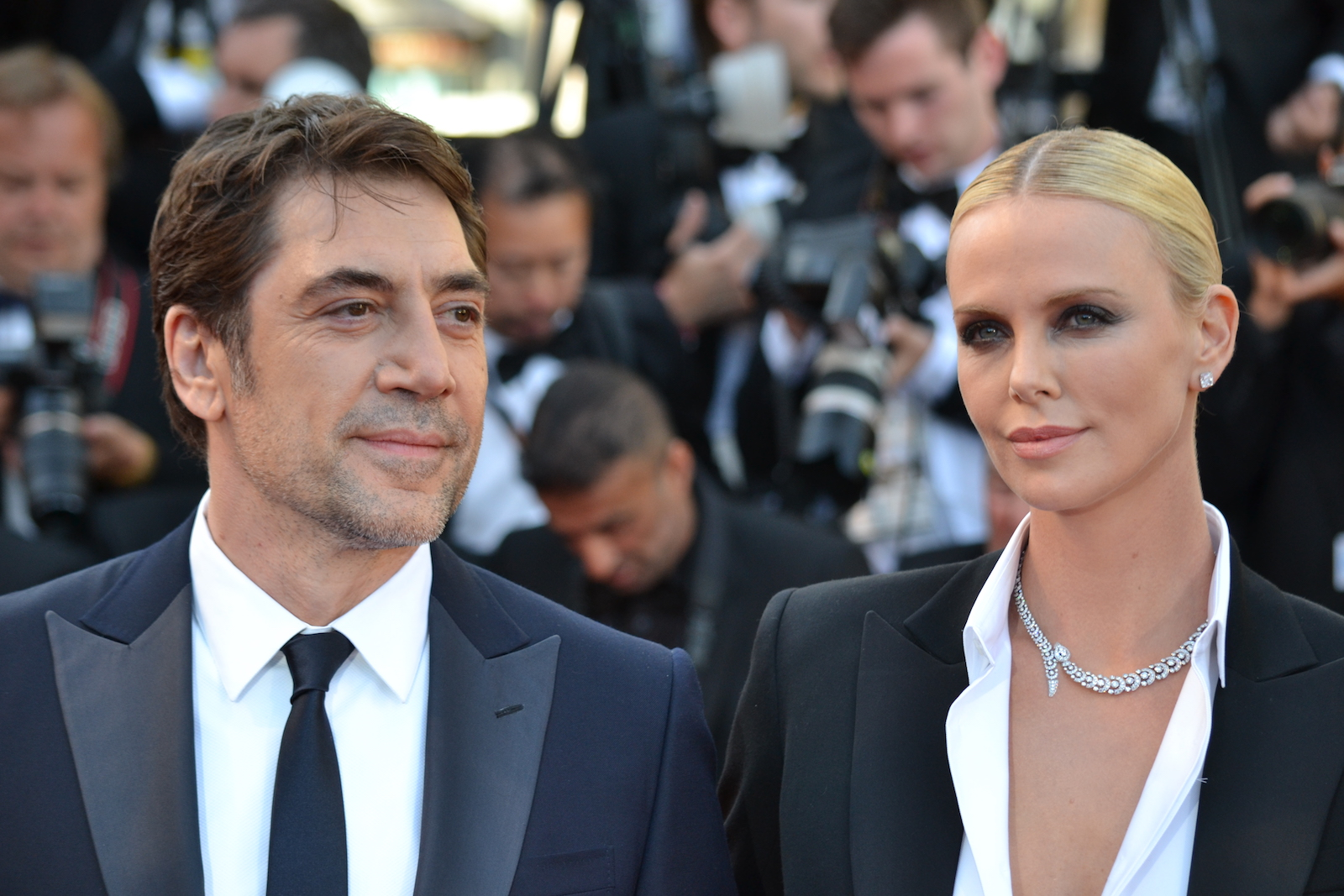 Cannes 2016: Javier Bardem insieme a Charlize Theron sul red carpet di The last Face
