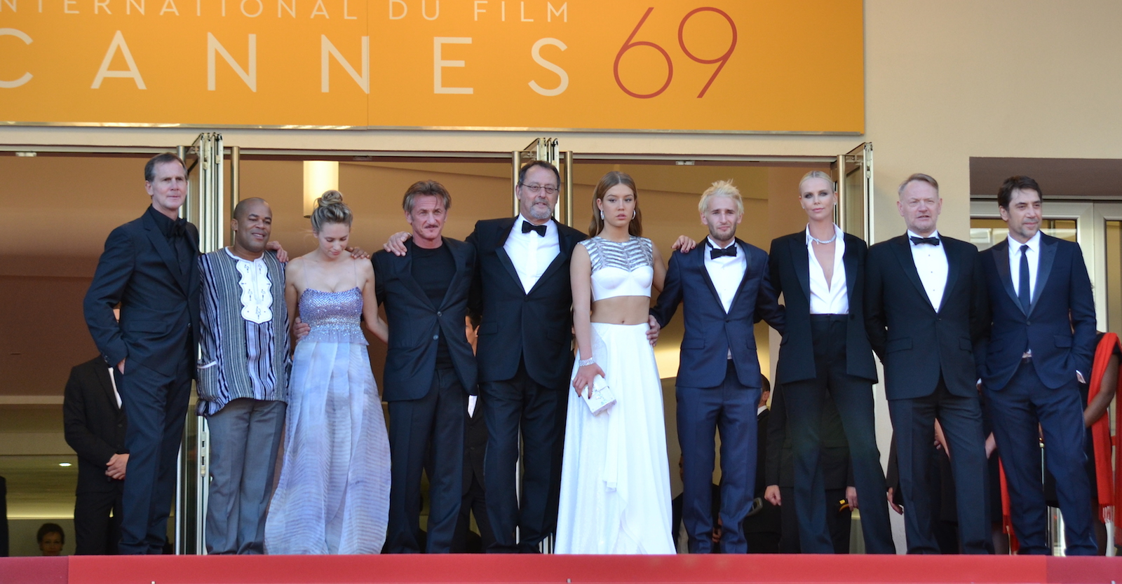 Cannes 2016: Sean Penn, Jean Reno, Jared Harris Charlize Theron, Javier Bardem, Adèle Exarchopoulos sul red carpet di The last Face